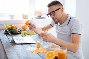 דיאטה דלת פחמימות לבין דיאטה עם טיפול תרופתי קסניקל